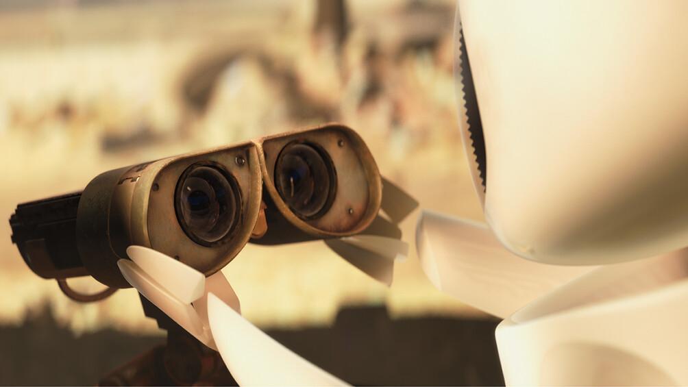 Der Roboter Eve ist mit dem Roboter Wall-E zu sehen, Eve blickt Wall-E in die Augen.