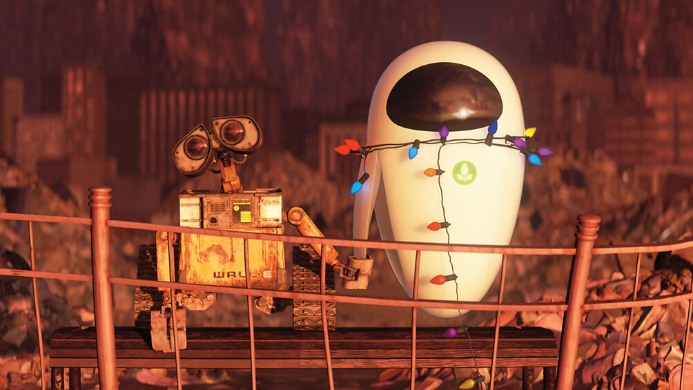 Die Roboter Wall-E und Eve stehen Hand in Hand im Zentrum des Bildes.