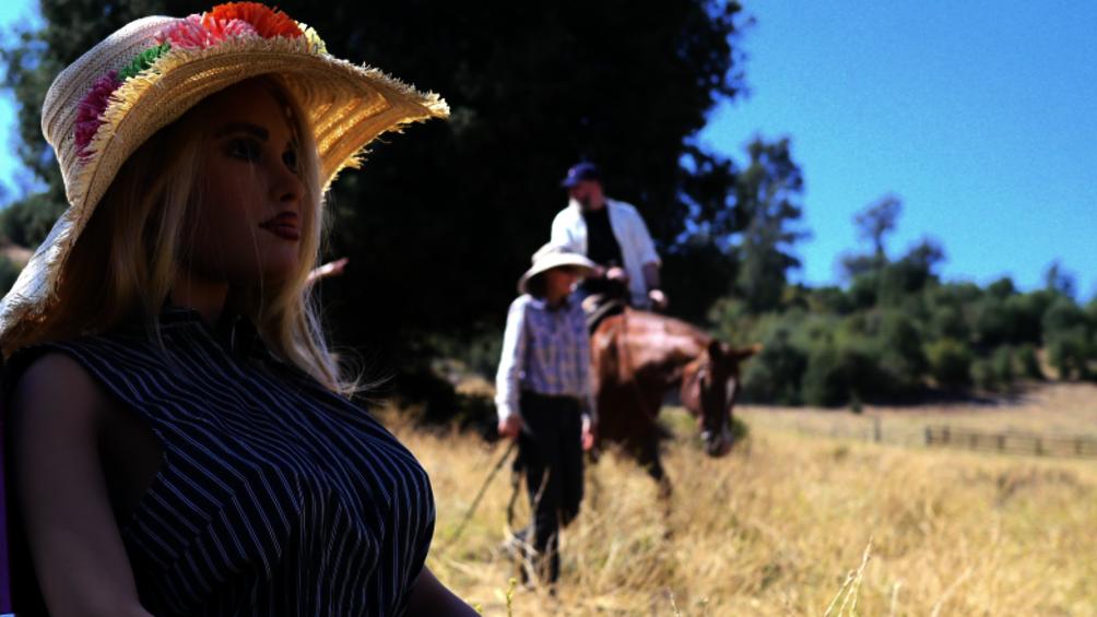 Die Roboterfrau Harmonie sitzt mit einem Stohhut bekleidet im Vordergrund des Bildes, im Hintergrund sieht man Chuck auf einem Pferd reiten, ein anderer Mann begleitet ihn.